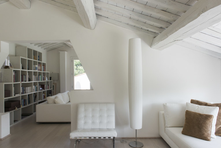Stefano Scatà Food Lifestyle and Interiors photographer  Total white house in Tuscany