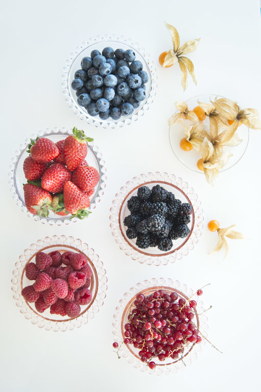 Stefano Scatà Food Lifestyle and Interiors photographer - Cakes with edible flowers and berries